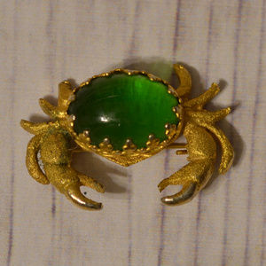 vintage gold crab brooch pin green jelly belly